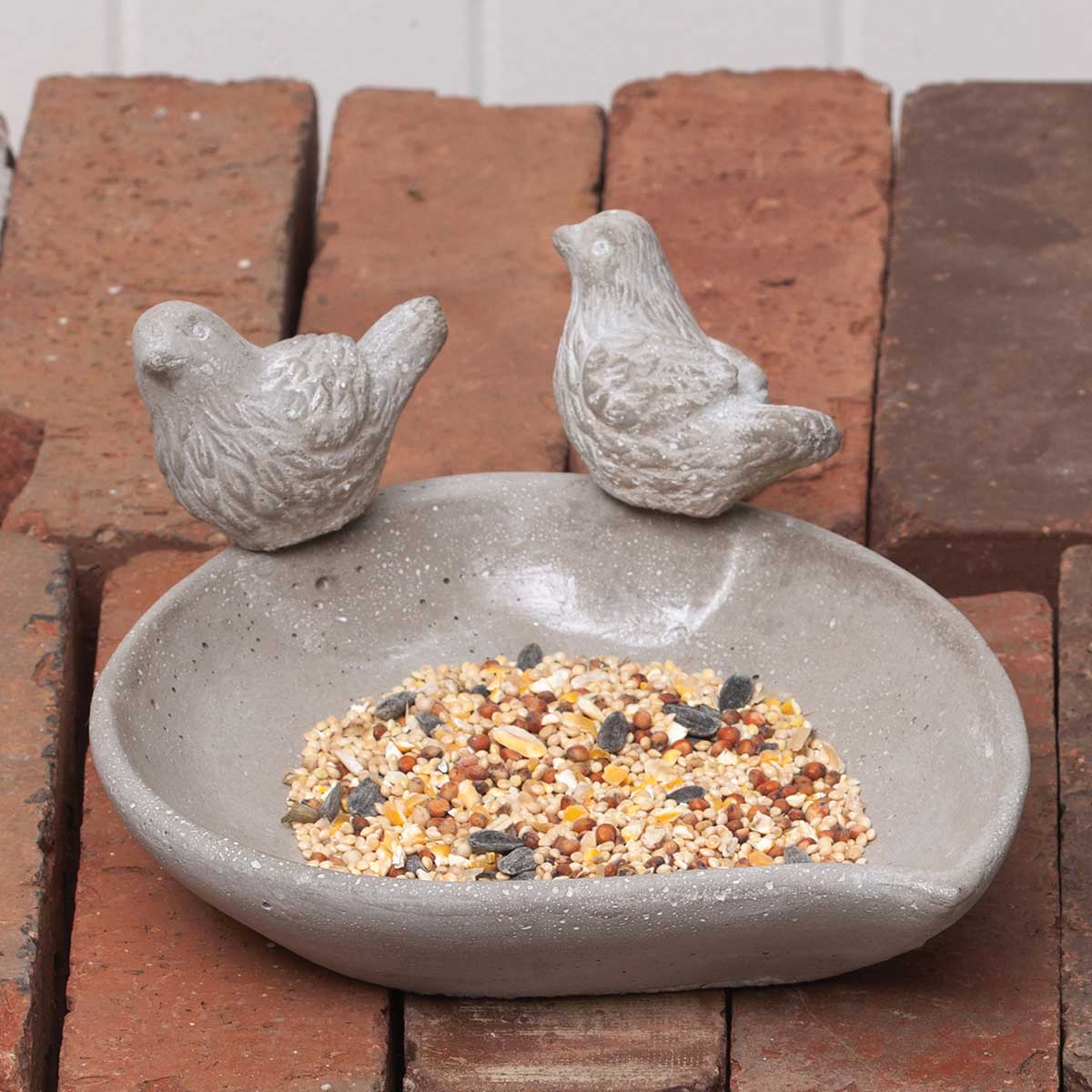 "CONCRETE TWEETER FEEDER LEAF SHAPED BIRD FEEDER WITH 2 BIRDS 7""X"