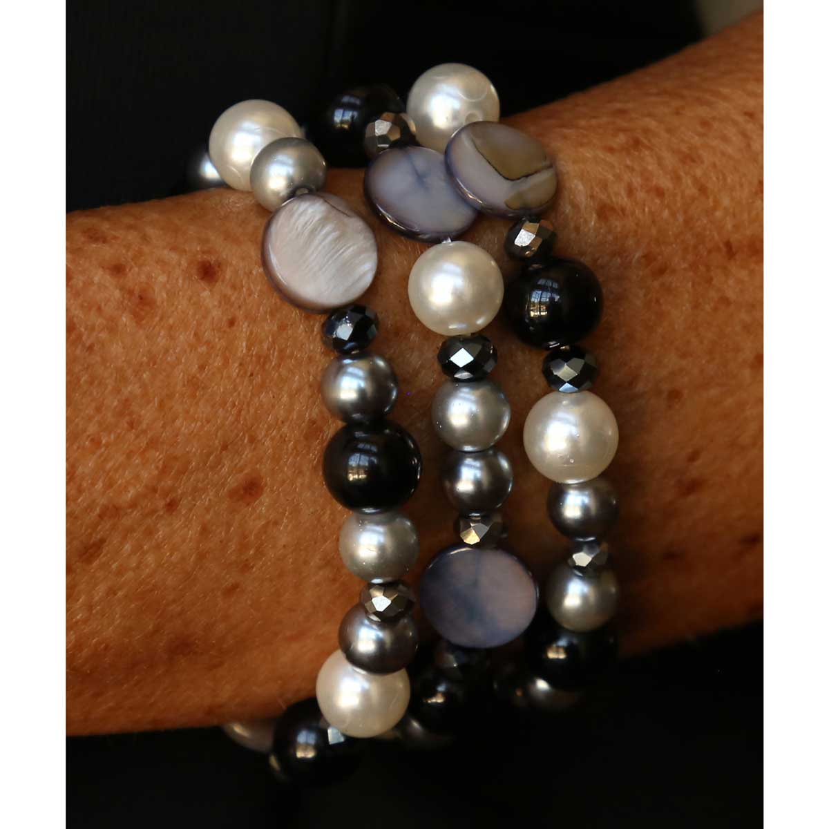"Gray and Black Beads Triple Strand Stretch Bracelet 7"" *30sp"