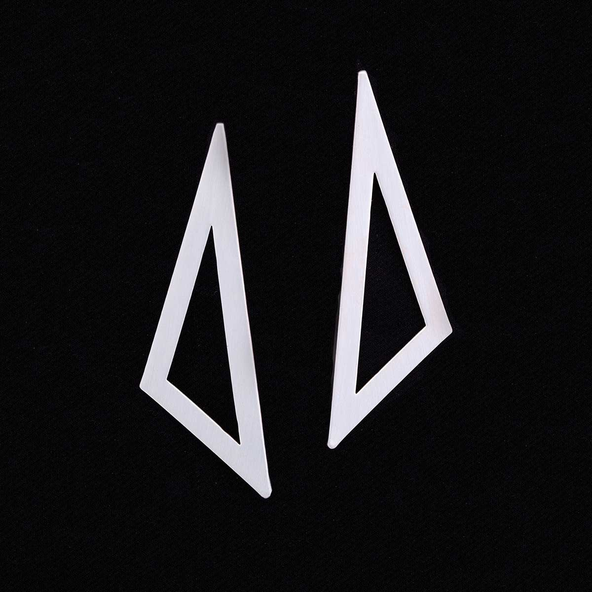 TRIANGLE EARRING SILVER