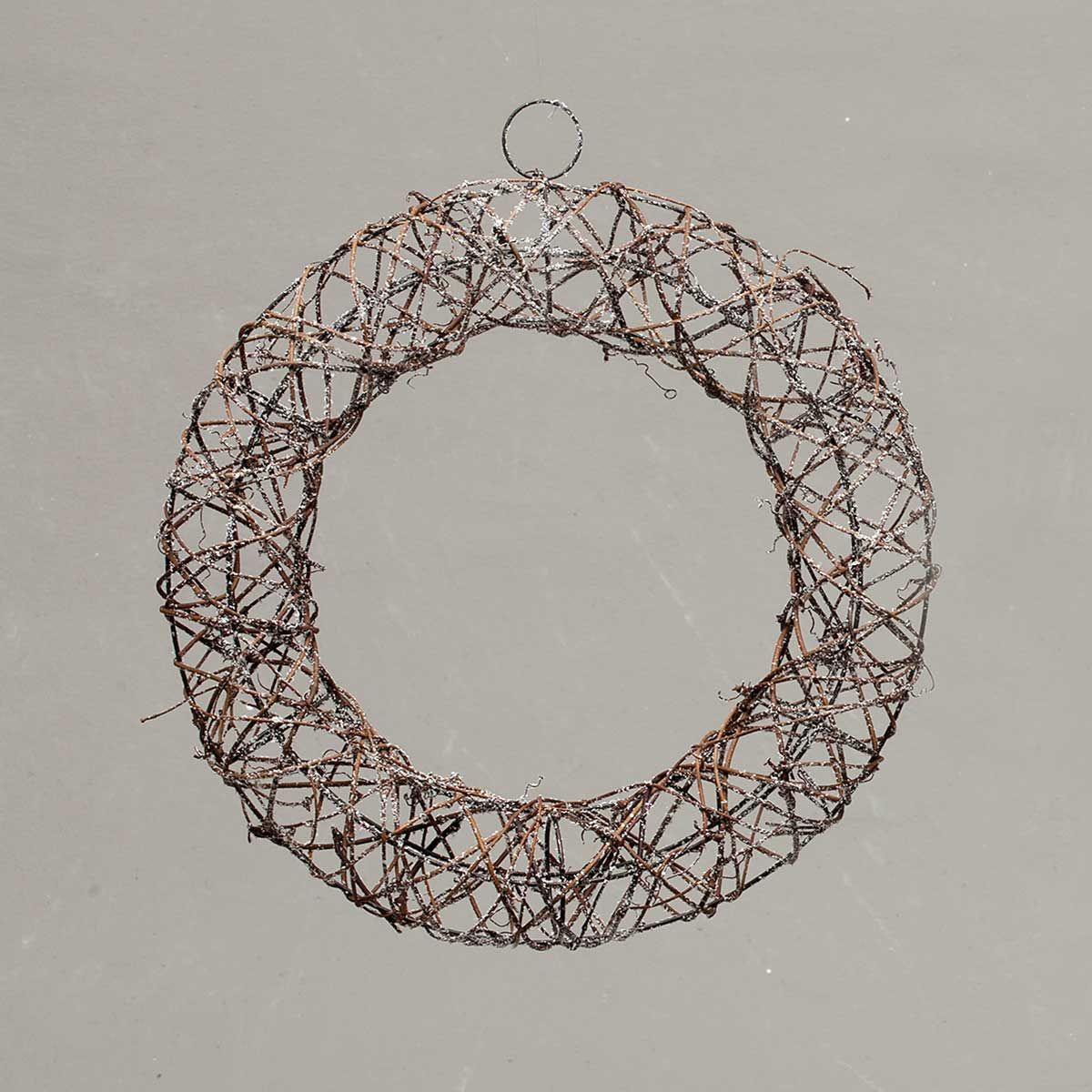 TWIG WREATH WITH SNOW